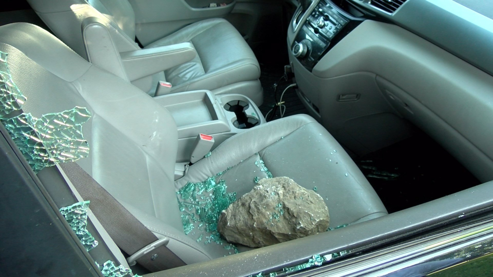 There S Been A String Of Car Break Ins At Holmes Lake