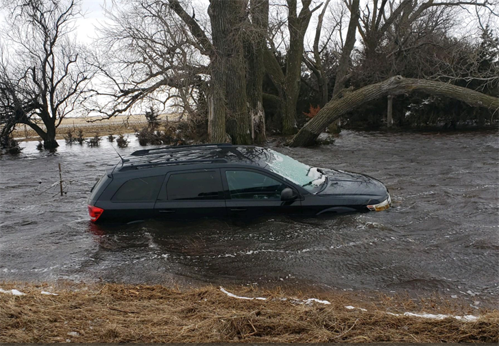 helping nebraska flood victims and red cross shelter