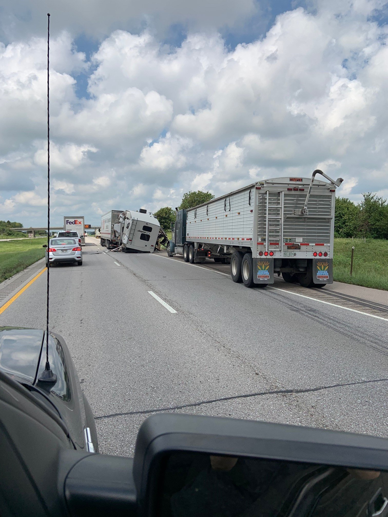 BREAKING NEWS: Serious accident west of Lincoln on I-80